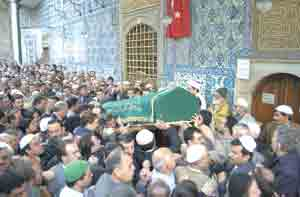 Thousands of people went his funeral in 26 October 2001